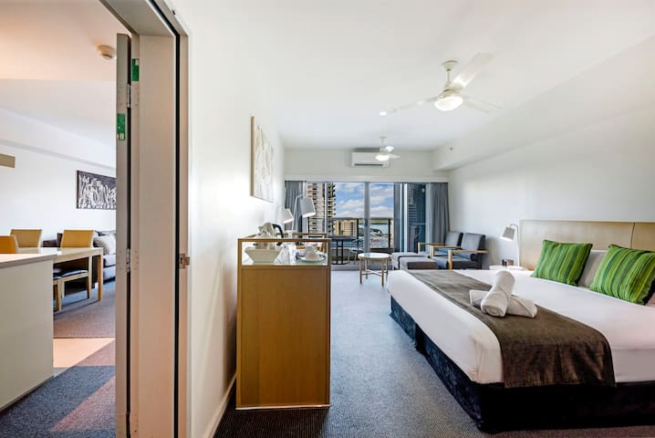 The interconnecting bedroom can be set with a sumptuous king-sized bed, or two king singles on request, providing flexibility for those travelling with the kids or in a group.