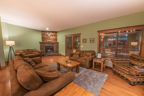 Ski-in/ski out condo with hot tub and arcade games