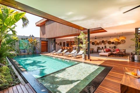 *OPENING PROMO* BRAND NEW 4 bd Luxurious Villa!