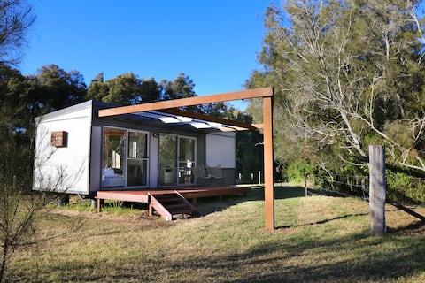 Farmers Hideaway- Off-grid eco cabin BEST LOCATION