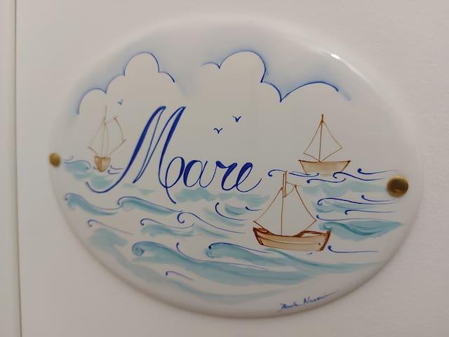Placca decorativa in ceramica dipinta a mano