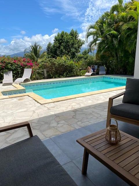Très beau logement entre mer, piscine, montagne