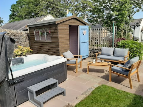 Hot Tub Cottage, Holistic Therapies on request