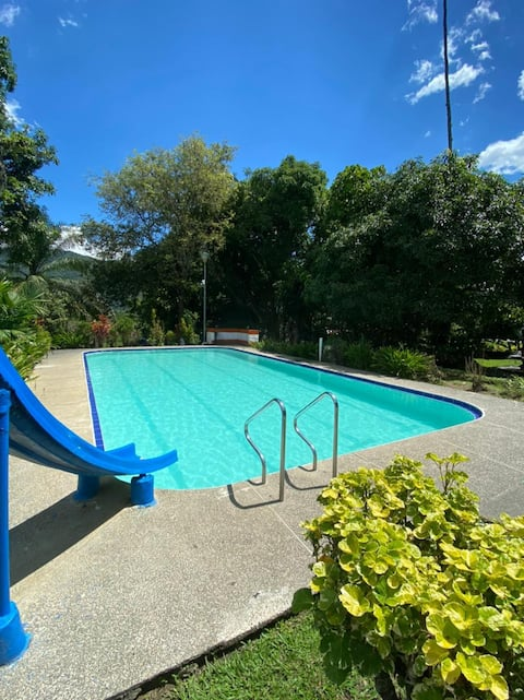 A rustic house with a swimming pool 5 minutes from San Jerónimo