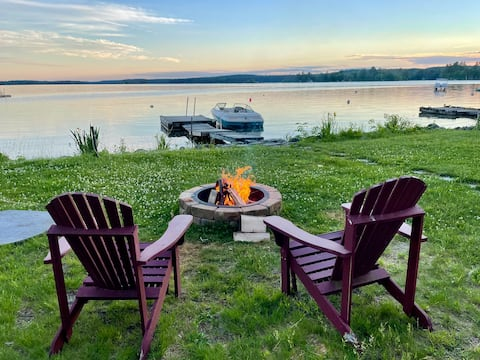 Cozy lakefront cottages with dock and canoe