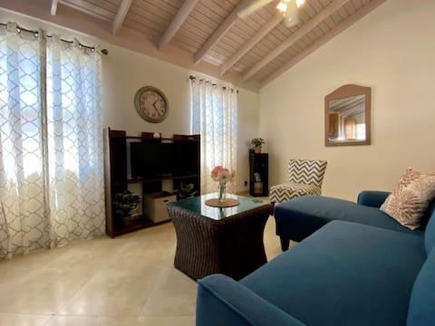 Przytulny, minimalistyczny dom z 3 łóżkami w pobliżu udogodnień