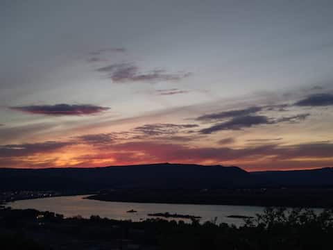 Stunning Sunsets & Sweeping Views of The Gorge