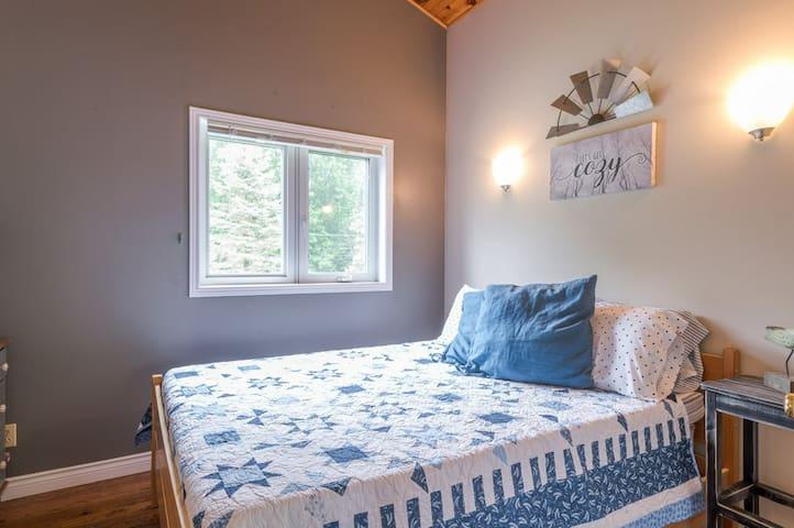 2nd Floor garden view bedroom with Queen bed