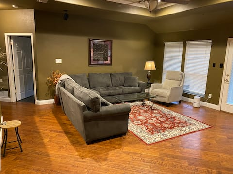 Cheerful 3 bedroom home, newly remodeled