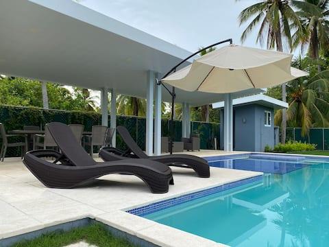 New Costa del Sol  lux villa , W/ Pool, BBQ & WIFI