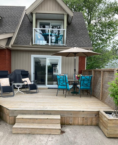 Deluxe Lakefront  Cottage-Condo near Downtown