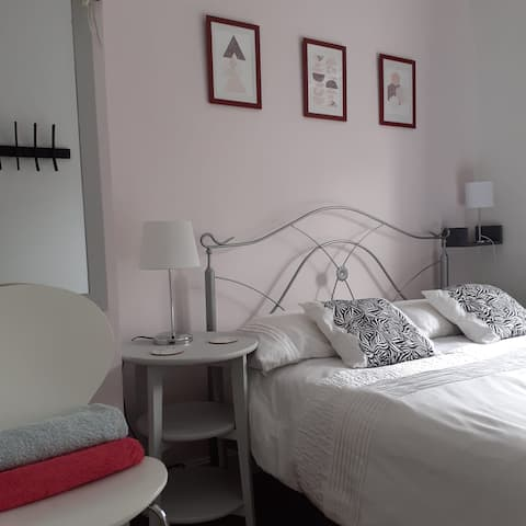Private room in Royal Leamington Spa town centre.