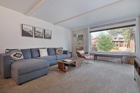 Bright clean 1 bedroom corner unit, steps to Eagle