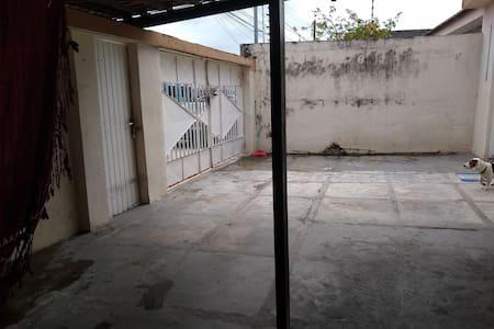 entrada que dá acesso ara casa