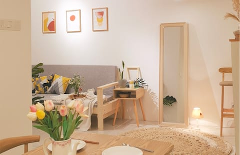 Lovely 2-bedroom apartment with FREE Parking