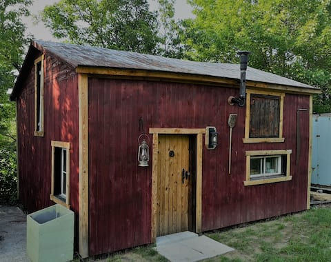 ~~ le Red Cedar Roost ~~