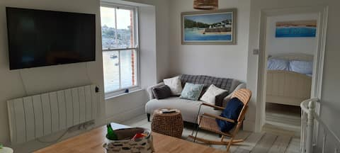Starboard: A waterside 2 bed apartment in Cornwall