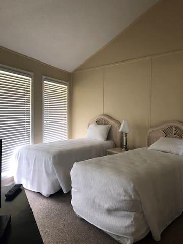 Twin Bedroom - Country Club Villas