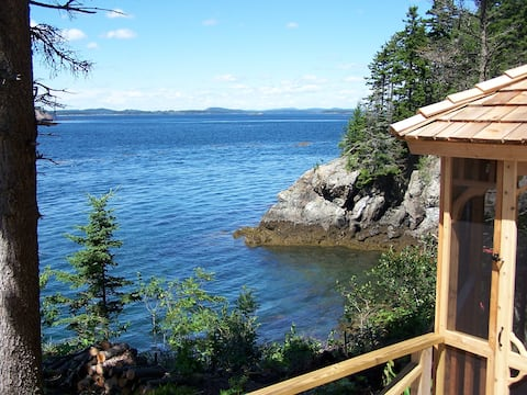 Whale of a View Oceanfront Cottage! Amazing views!