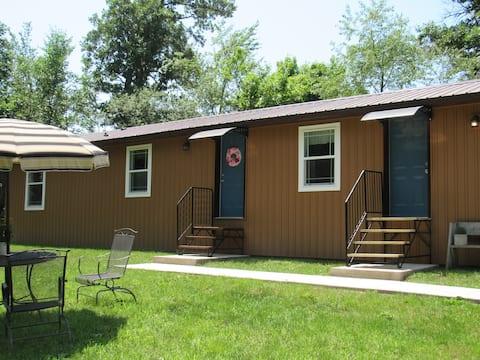 Bird Watcher's-Rural Cottage (South Side)