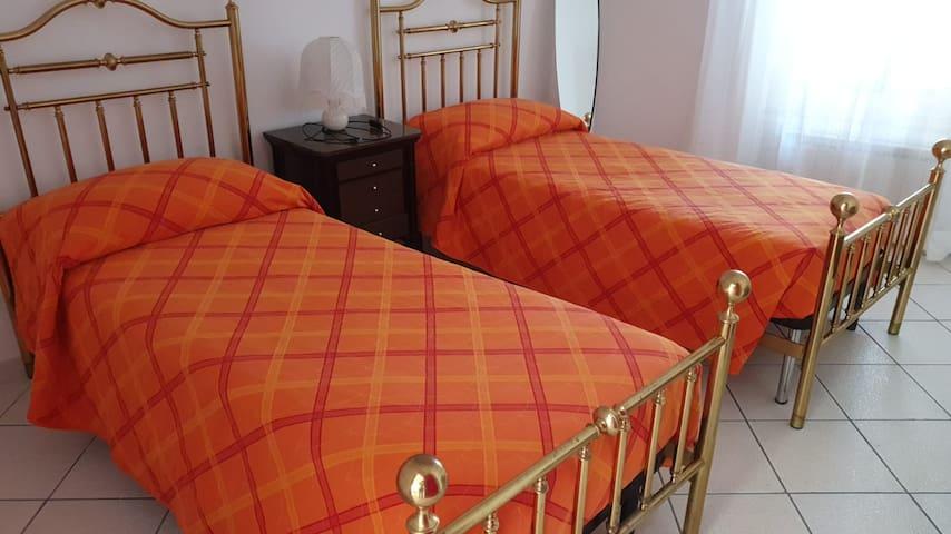 Terza camera da letto con due letti