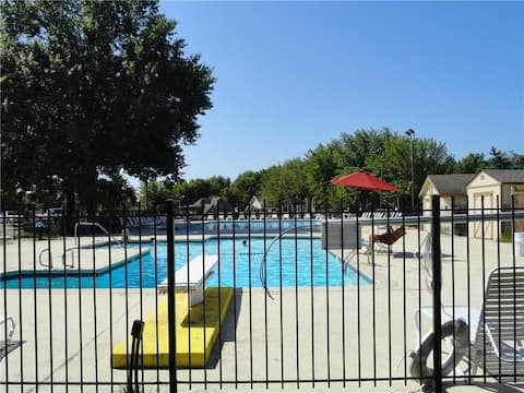 Spacious & Bright Townhome near EVERYTHING w/ pool
