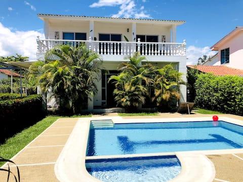 Casa Q - Tranquilidad, sol y piscina.
