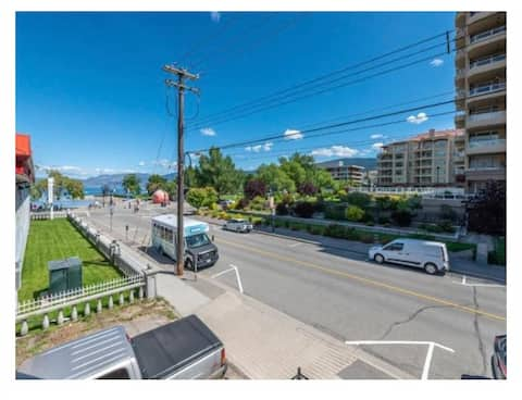 Amazing location! Steps to beach lakeview condo