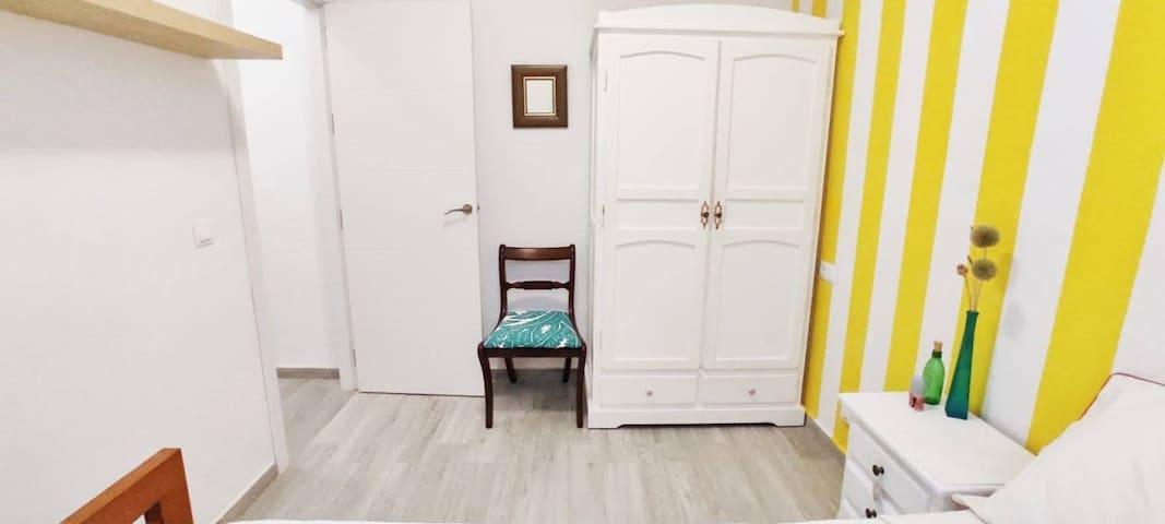 Habitación con cama nido.