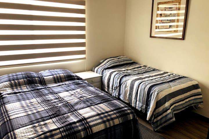 Segunda habitación con cama matrimonial y cama individual - ideal para los niños!
