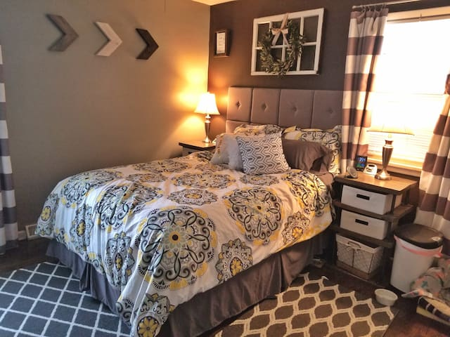 Master with queen bed, pillow top with cooling pad. This room also has an empty closet with plenty of storage (similar to other 2 bedrooms)