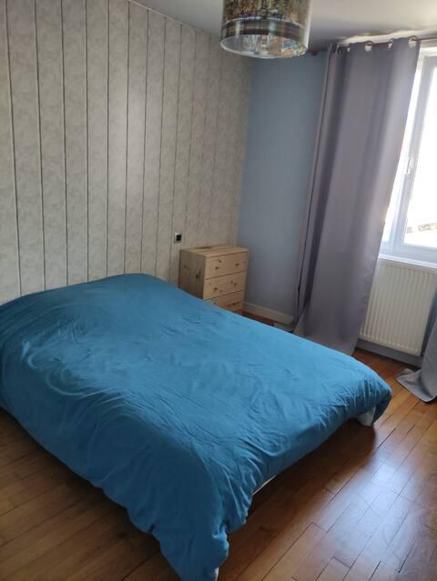 chambre bleue au calme en plein centre ville