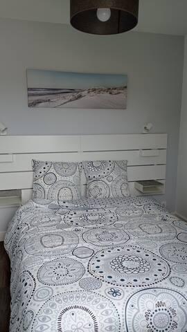 Chambre avec lit 2 places 140 x 190