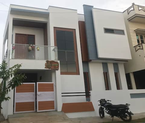 2-Bedroom place with free parking and good food