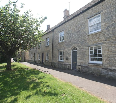 Charming Spacious Cotswold Family Home