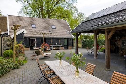 Prachtige studio bij Drentse woonboerderij.