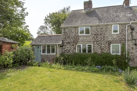Tranquil two bedroom cottage with rural views.