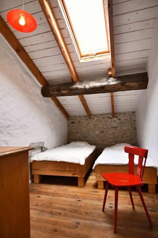Deuxième chambre pour accueillir des amis ou vos enfants