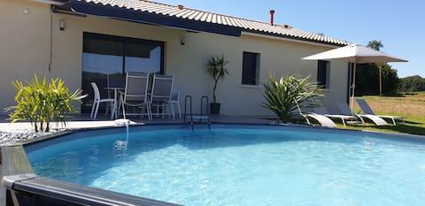 Maison à la campagne avec piscine chauffée