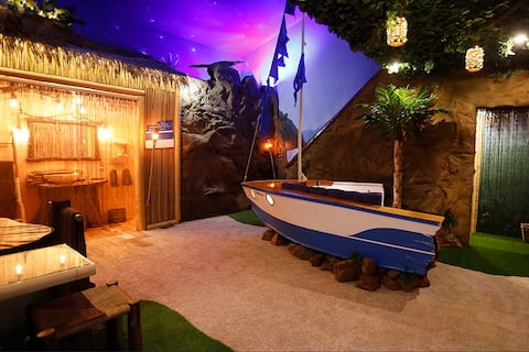 Secluded cabin romance couples getaway SHIPWRECKED