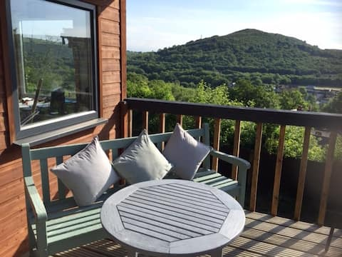 Superb mountainside three bedroom cottage Cardiff