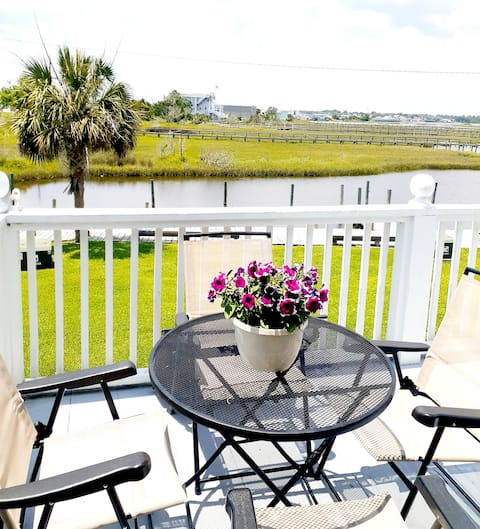 Beautiful waterfront condo with boat ramp/day slip
