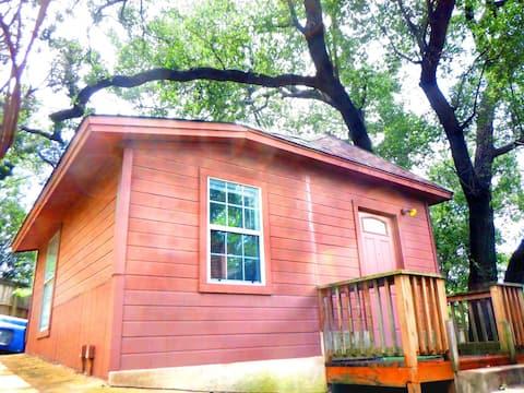 Cedar Cottage, Cozy Getaway Only 10 Mins To Austin