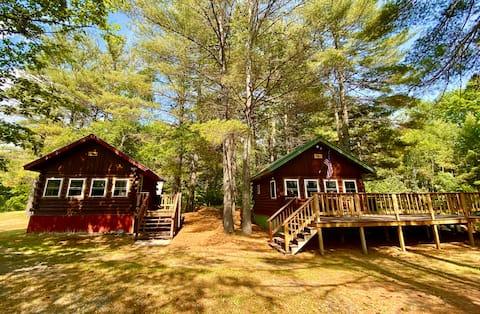Moose's Lair: Riverside Cabin, 1 Bed (loft)/1 Bath