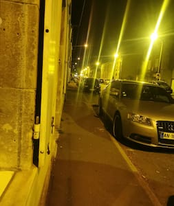 Entrée de l'immeuble, éclairage urbain toute la nuit