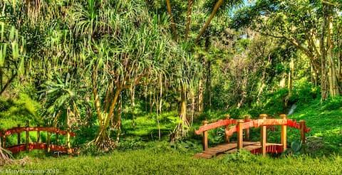 Gorgeous Studio with Secret Garden - Walk to QB