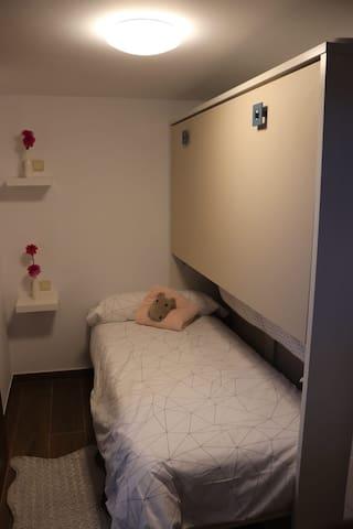Habitación 2: Literas con camas de 90cm.