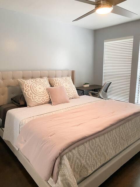 Impeccably clean 1 bedroom/1 bath condo w/pool