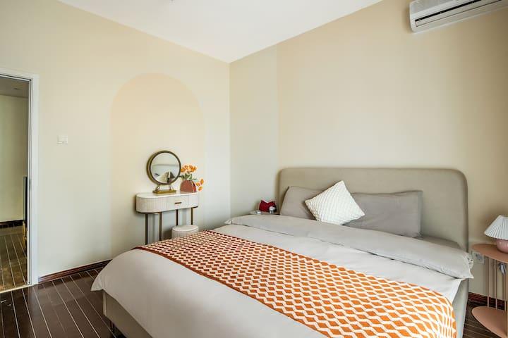次卧2大床带梳妆台