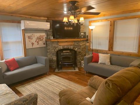 The GetAway Cabin at Alpine lake resort  3-brm 2b